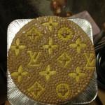 ヴィトンロゴケーキ
